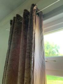 Crushed velvet eyelet curtain