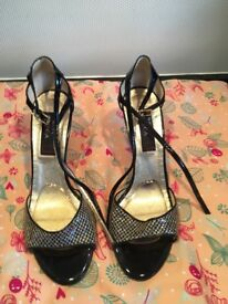 Black and gold mesh woman's Latin/salsa/tango dance shoes size 8/42