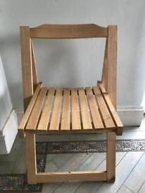 Foldable wooden chair