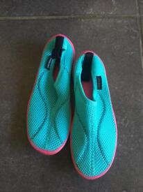 Wet/beach shoes child UK 11.5-12