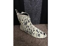 TOP SHOP LACE ANKLE BOOTS NEVER WORN SIZE 5