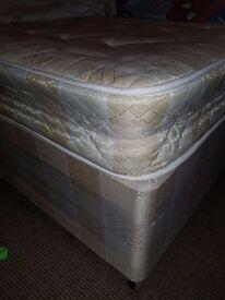 2SINGLE DIVAN BEDS