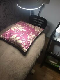 Eyelash Extensions Technician / Beauty couch, room to Rent