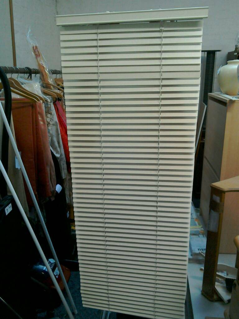 Venetian blind starting price £2 all different sizes