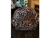 Chair in zebra print (tub chair)