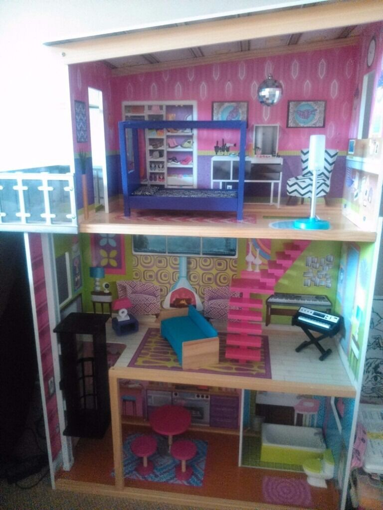 Large Early Learning Centre Dolls House In Excellent Condition With  Furniture (barbie Size).