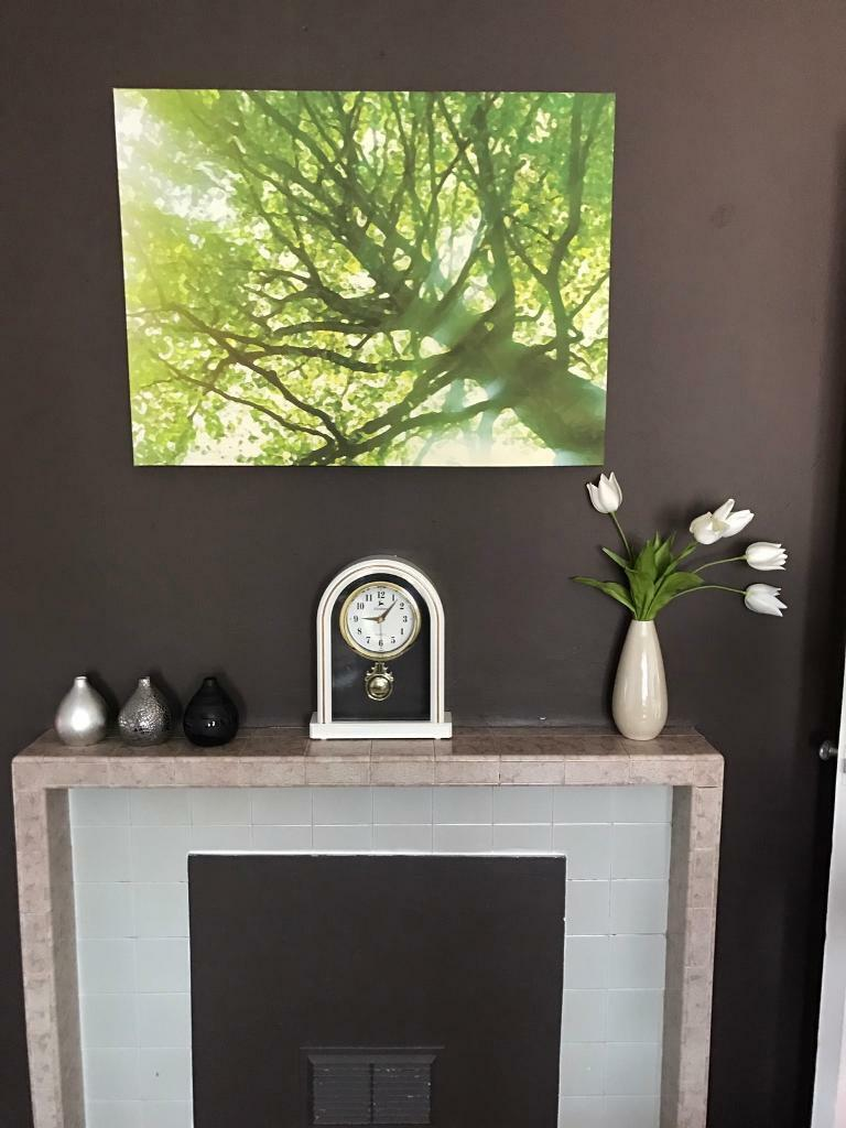 Living Room Clock Showpieces And Flower Canvas Frame In