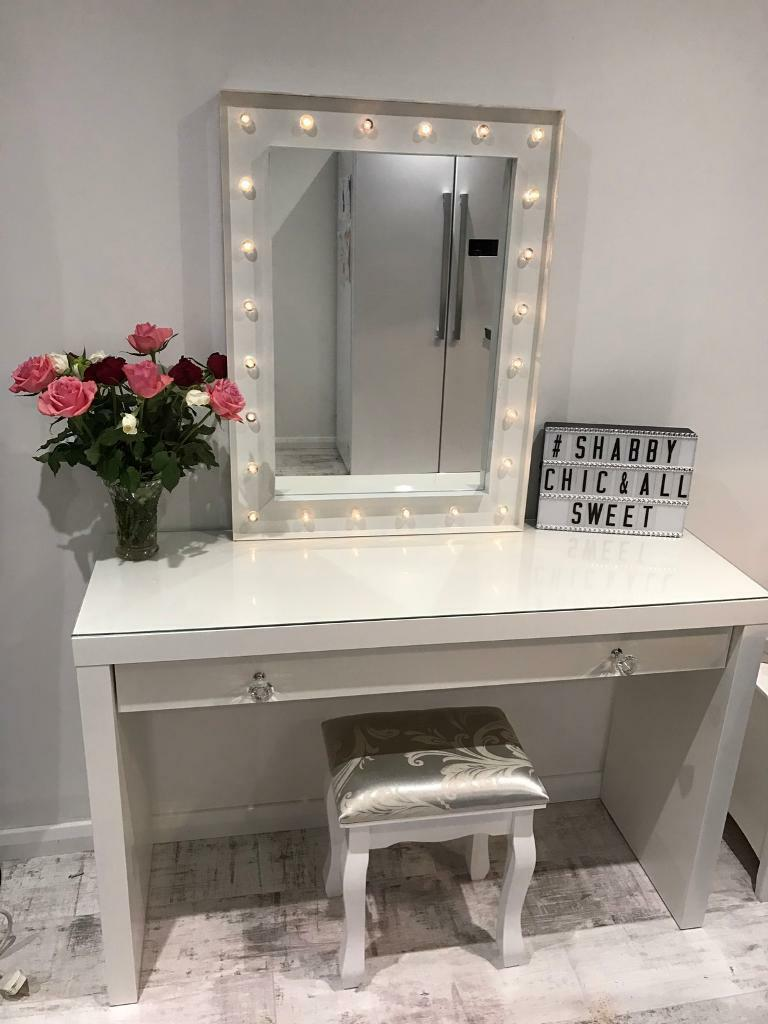 Exceptional Hollywood Mirror Dressing Table Set