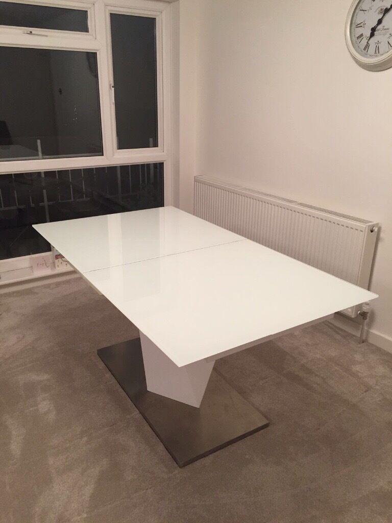 White Habufa Extentable Table