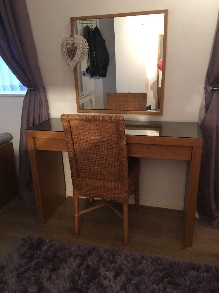 Superbe Ikea Malm Dressing Table/ Desk/ Console Table With Mirror And Chair