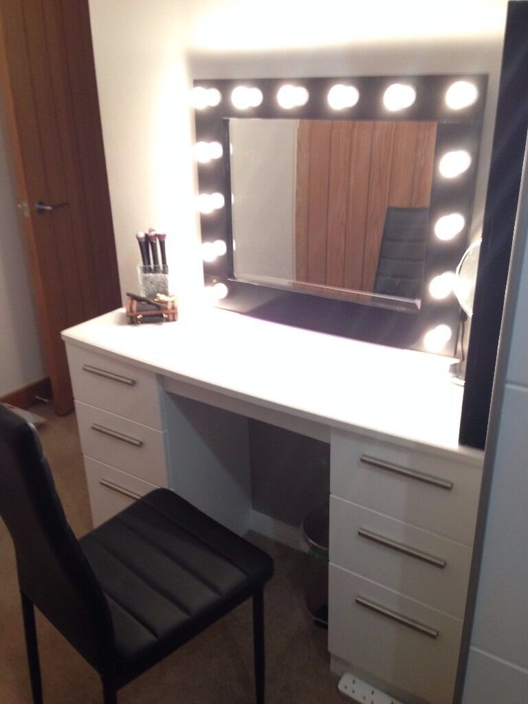 White Gloss Dressing Table / Desk And Plug In Mirror
