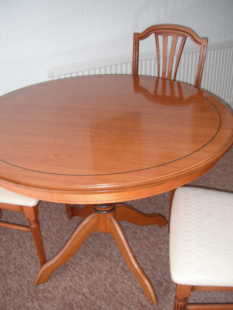 Superieur YEW WOOD TABLE AND CHAIRS