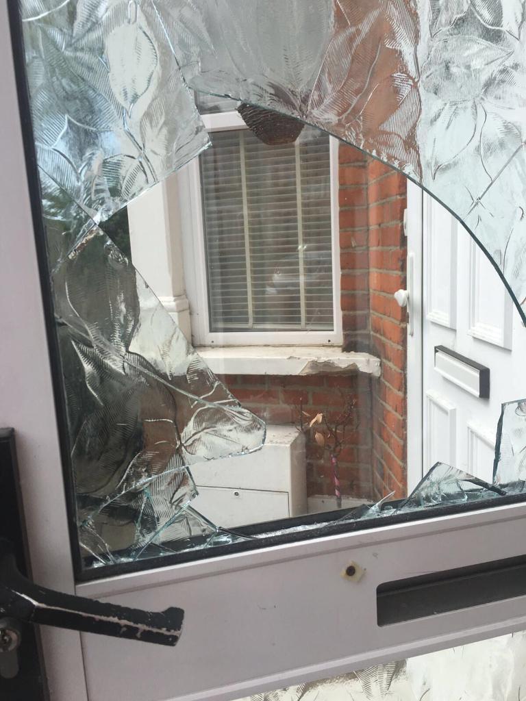 Broken Glass, Glass Door Repair, Double Glazing Repair, , Shop Glass, Pub  Glass, Window Repairs,