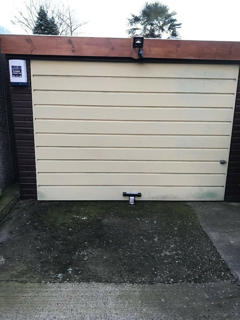 Awesome Concrete Garage U0026 20m2 Yorkshire Stone Flags FOR SALE !