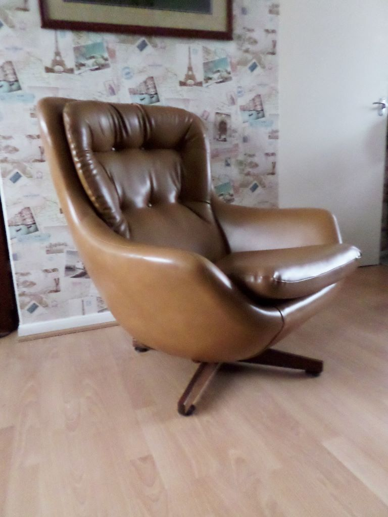 Beau Vintage Parker Knoll Style Egg Swivel Chair, Tan Leather