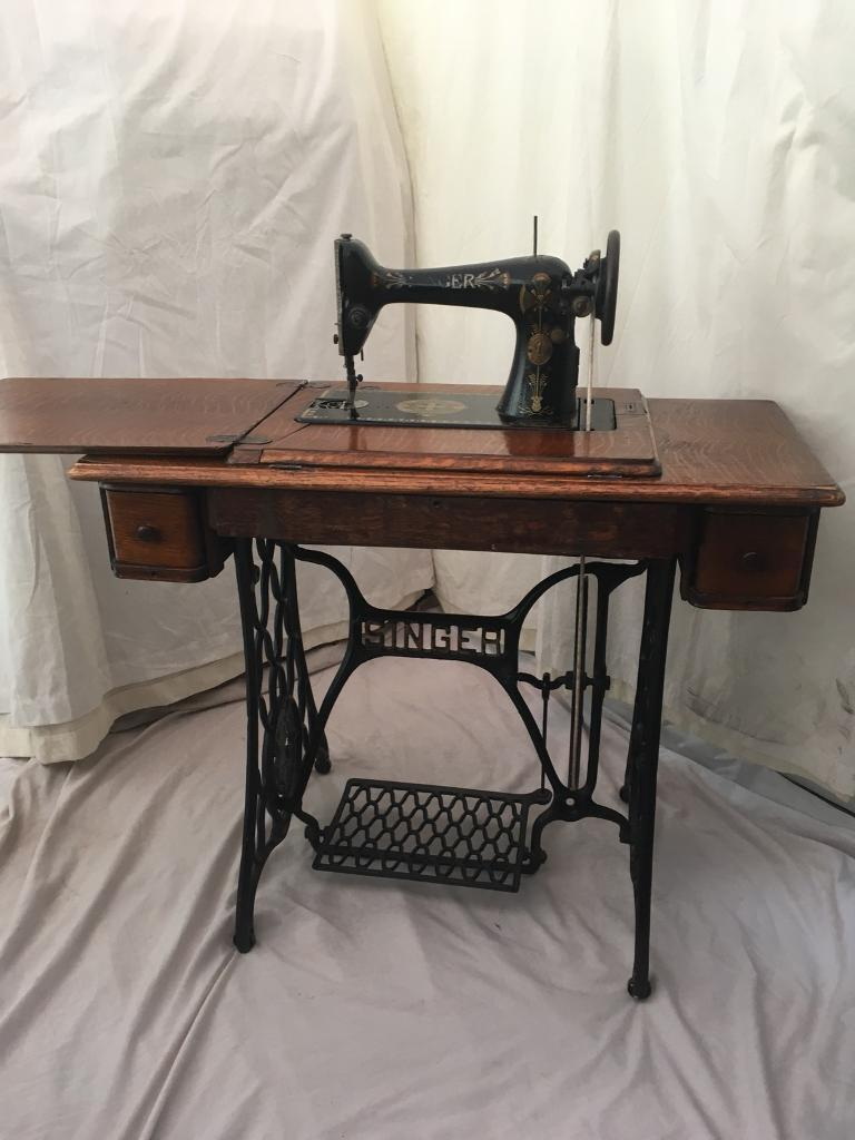 Beautiful SINGER Sewing Machine And Table CAST IRON 1920