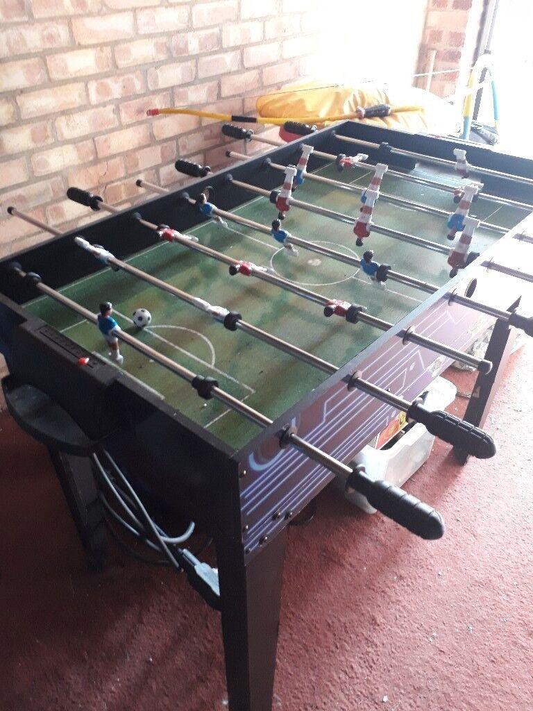 Etonnant Boys/teenager Football Table Indoor Or Outdoor Use 4 Foot Long 2 Foot Wide