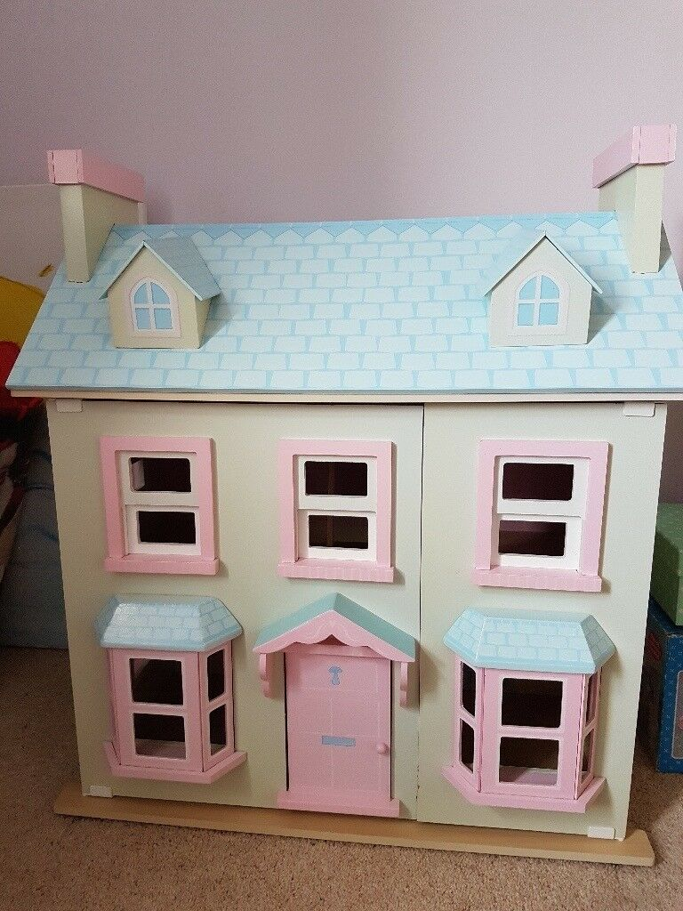 Le Toy Van Dolls House And Furniture   Immaculate Condition