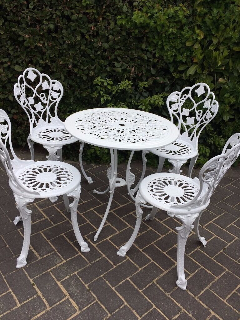 Attirant WHITE SHABBY CHIC GARDEN FURNITURE SET   TABLE AND FOUR CHAIRS