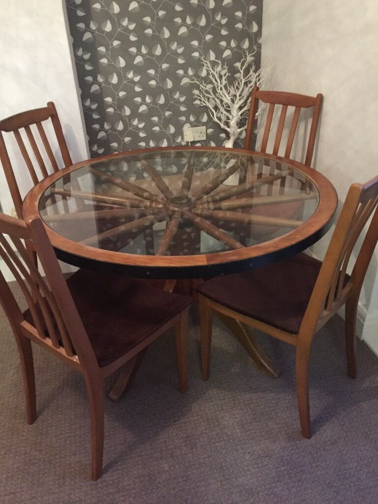 Nice Vintage Wagon Wheel Table And4 Chairs
