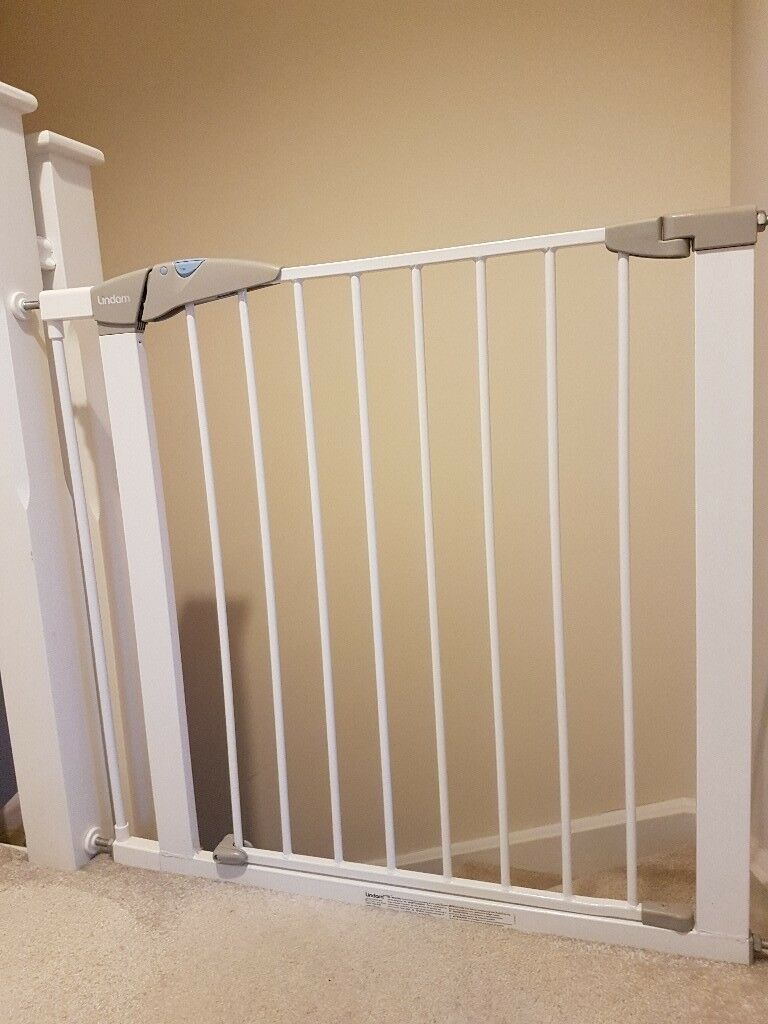 Lindam Stair Gate With Removable Extension... Suitable For Up To 90cm Wide  Stairs