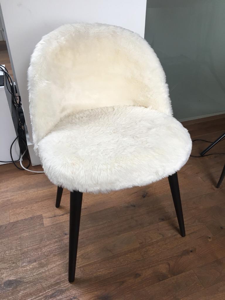 Merveilleux White Furry Chair (faux Fur)