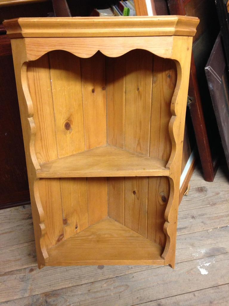 Attractive SMALL SOLID PINE WALL MOUNTED CORNER SHELF   CAN DELIVER