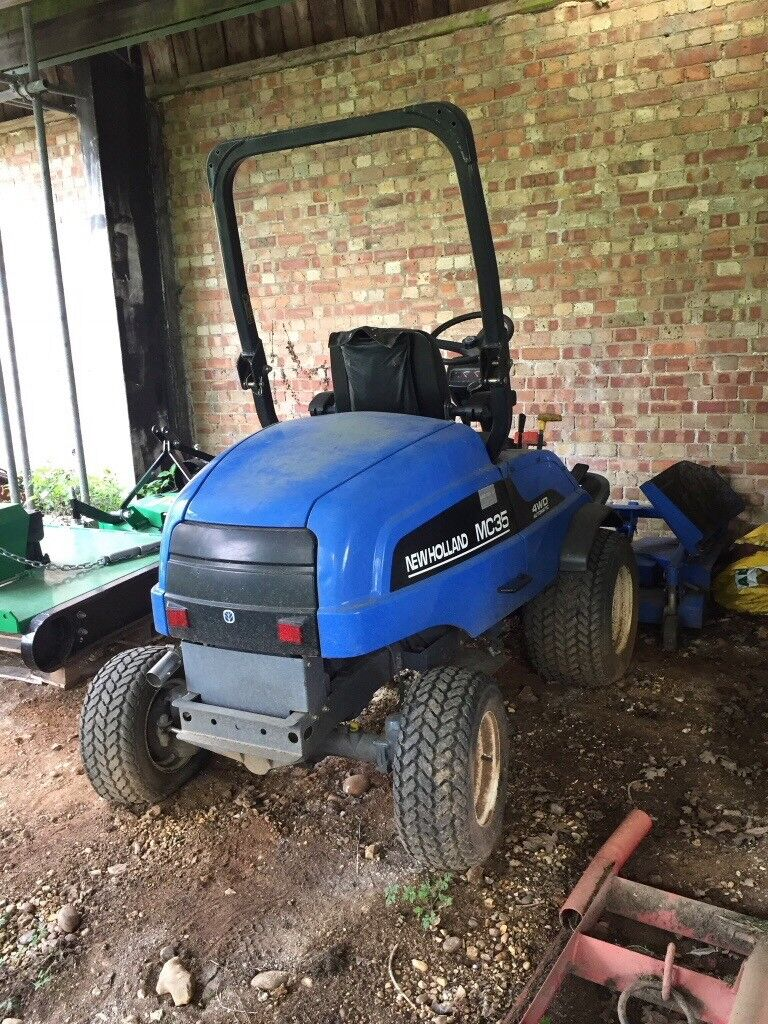 NEWHOLLAND Large Garden Tractor