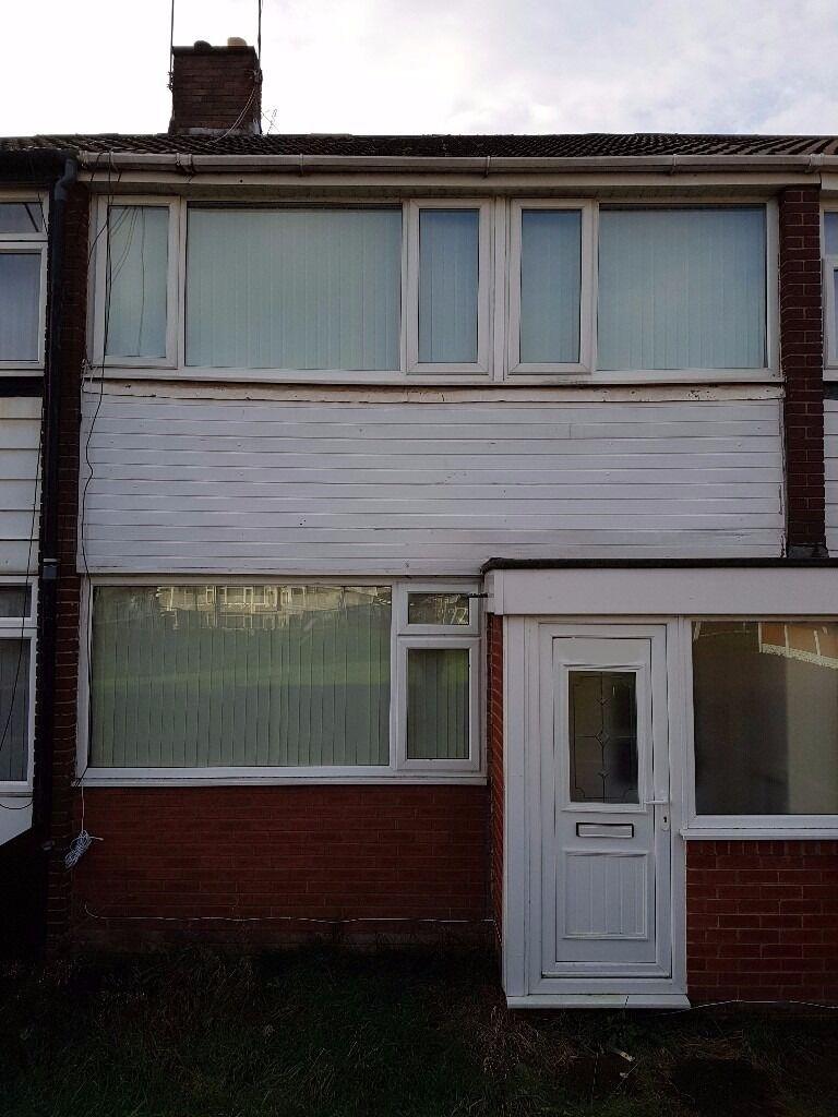 Superb L27 Wood Lane, Good Sized ** 3 Bedroom ** House To Rent