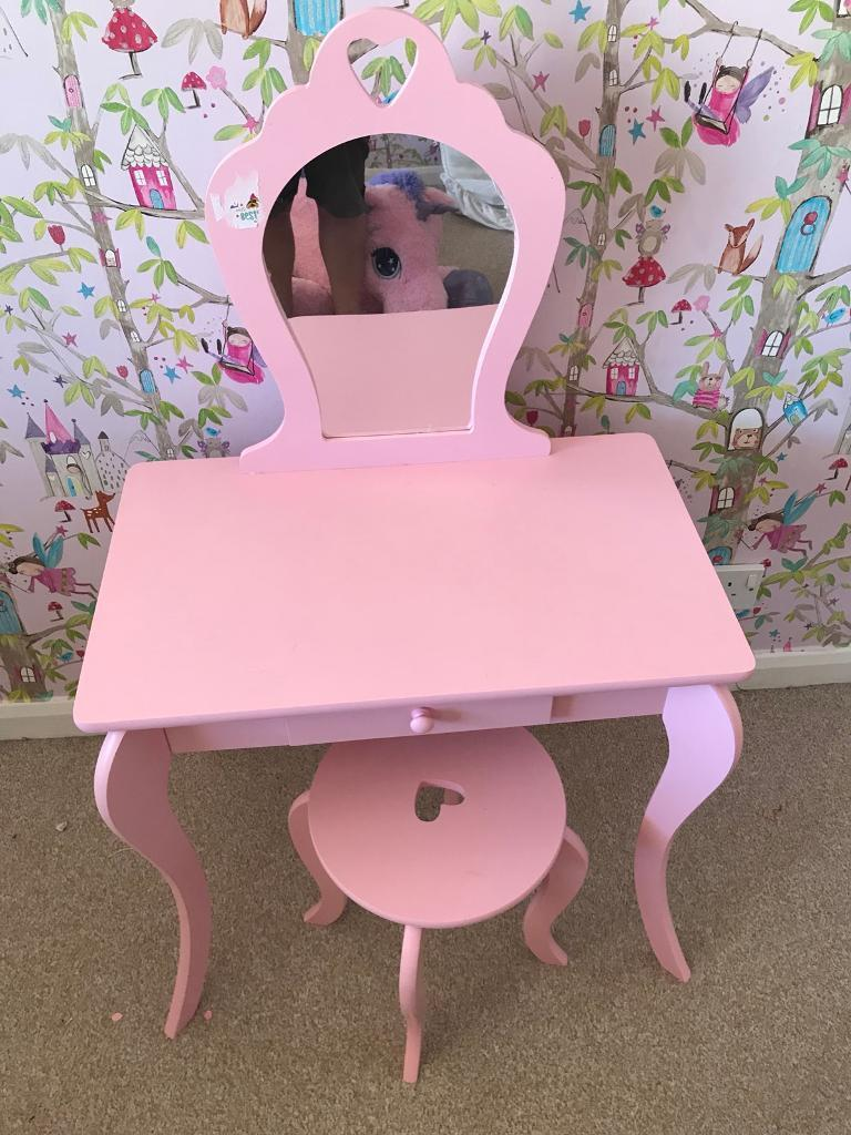 Superieur Little Girls Dressing Table And Chair