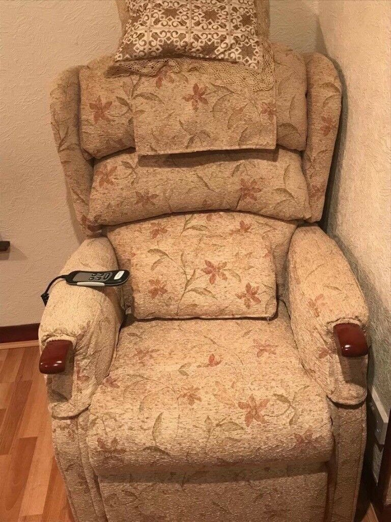 Recliner Chair that also helps you to get up and down into the seat. Image 1 of 4 & Recliner Chair that also helps you to get up and down into the ... islam-shia.org