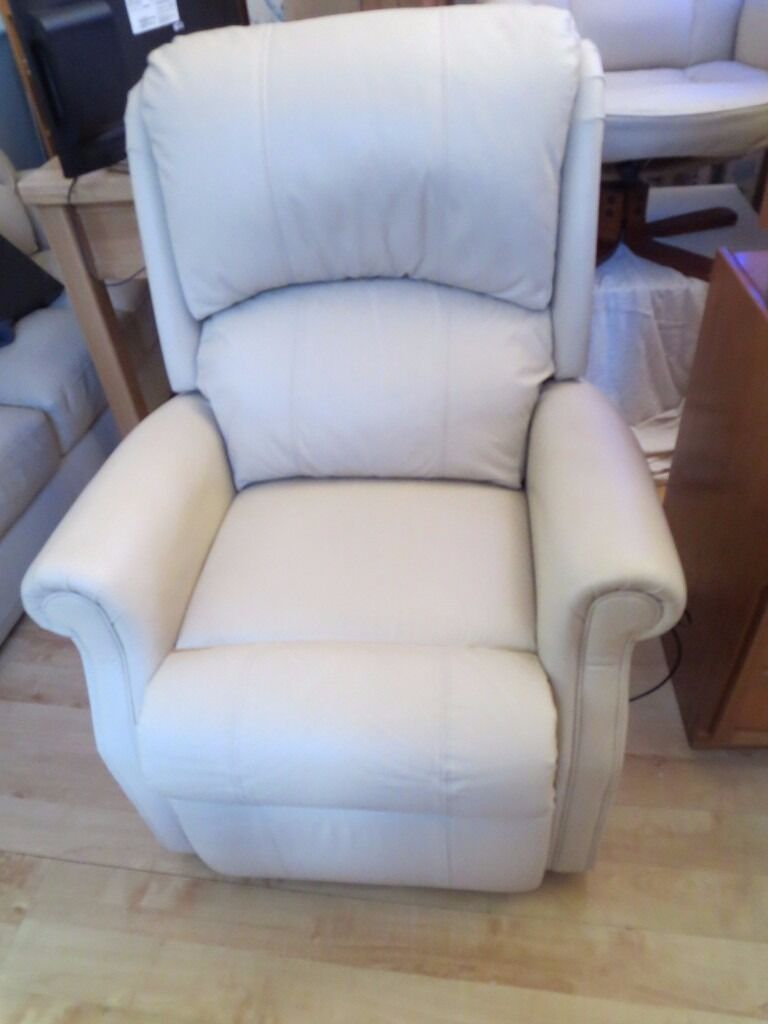 HSL BERWICK CREAM LEATHER  STANDARD  SIZE MOTORISED RISER RECLINER ARMCHAIR IN EXCELLENT CONDITION & HSL BERWICK CREAM LEATHER