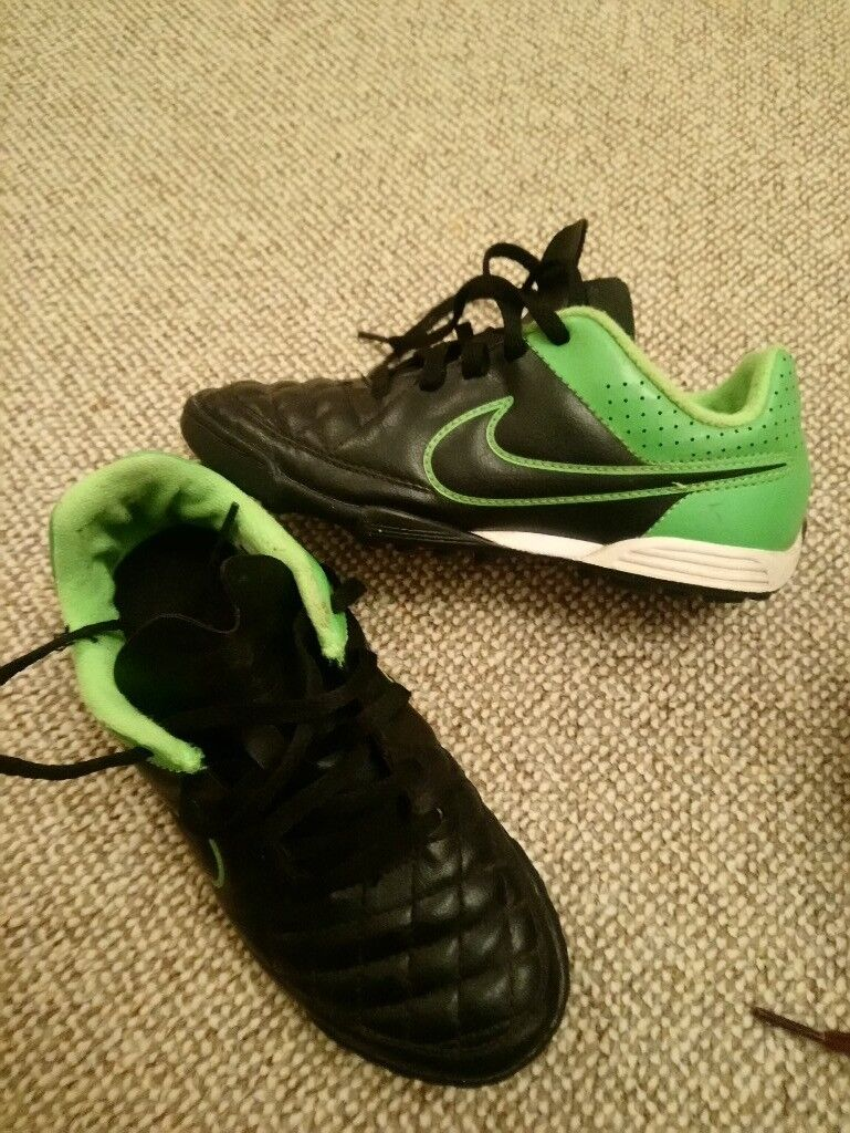 Boys Nike astro turf football boots uk 2