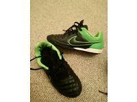 Boys Nike astro turf football boots uk 2