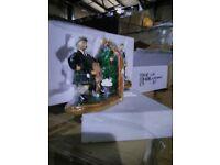 220 sets vintage golfing figures plus 480 keyrings