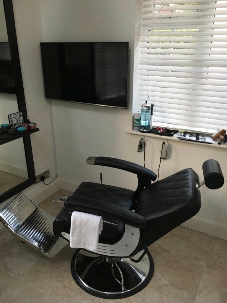 Unique Service For Men Professional Barber Offers Haircut And