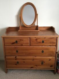 Beautiful oak chest of drawers with mirror