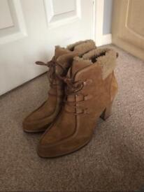 Chestnut Analise Ugg boots size 7/7.5