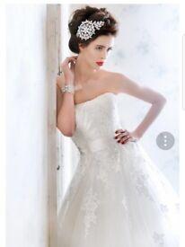 Beautiful wedding dress for sale - size 12