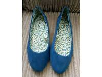 Flat shoes Peacocks. Size 3