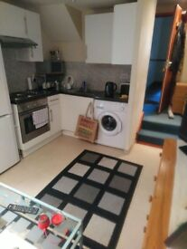 1 BED FLAT CARDIFF BAY END WITH ACCESS TO GARDEN NO AGENCY FEES DEAL DIRECT WITH LANDLORD