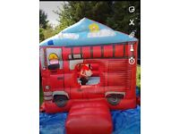 Bouncy castle with blower mat and sandbag (complete set up) i can deliver