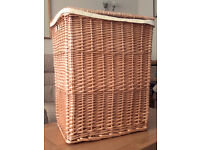 STURDY WILLOW LAUNDRY BASKET WITH LINER