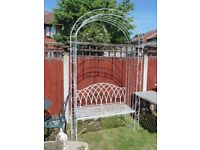 (#865) stunning metal garden bench arch (Pick up only, Dy4 area)