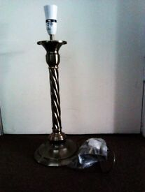ONE VERSATILE LOVELY BRAND NEW TABLE LAMP WITH FITTINGS