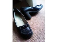 TRULY LOVELY VERY GOOD QUALITY BLACK LEATHER MADE IN ITALY VERSATILE SHOES