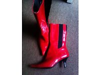 BRAND NEW TRULY LOVELY GLOSSY DARK RED REAL LEATHER BOOTS IN 37