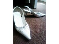 ALMOST BRAND NEW TRULY LOVELY WHITE LEATHER LADY LIKE SLING BACK SHOES