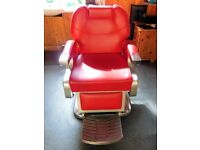 Gents barber chair and mirror styling unit