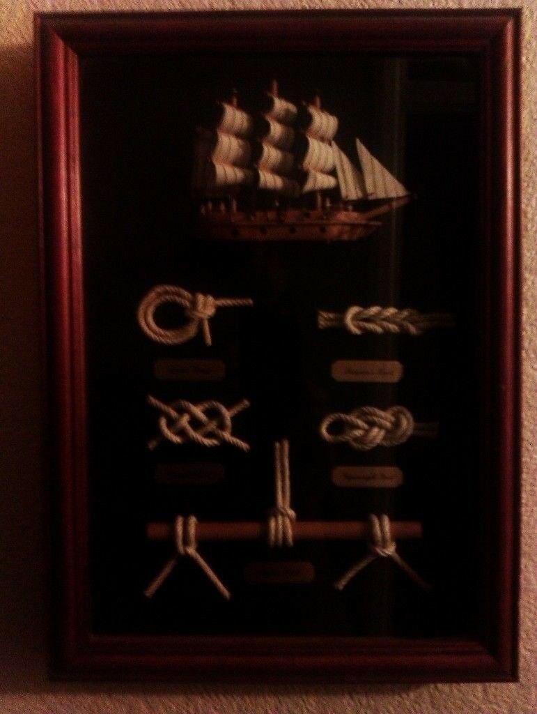 NAUTICAL GLASS AND WOOD PICTURE FRAME ORNAMENT DEPICTING NAVAL KNOTS ...